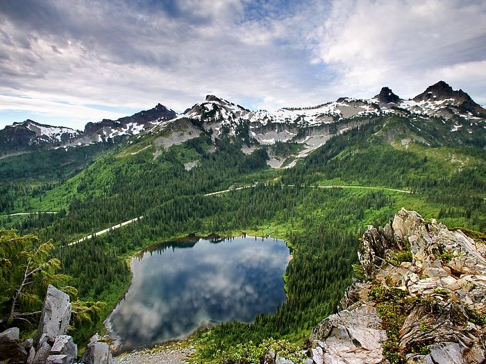 %5Bwallcoo%5D mountain and lake Photography 82344 Beautiful Lakes And Mountains Around The World